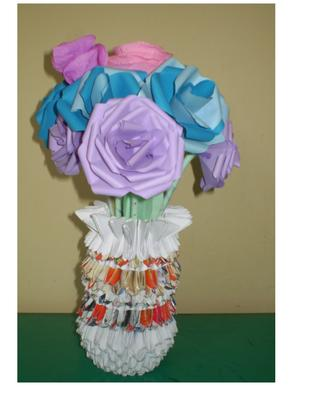 3d origami vase with roses